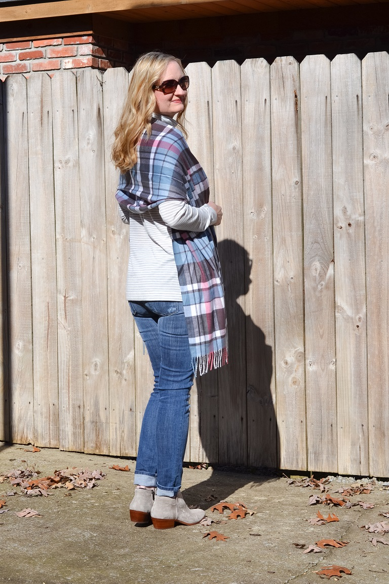 3 Ways To Wear a Plaid Scarf 1