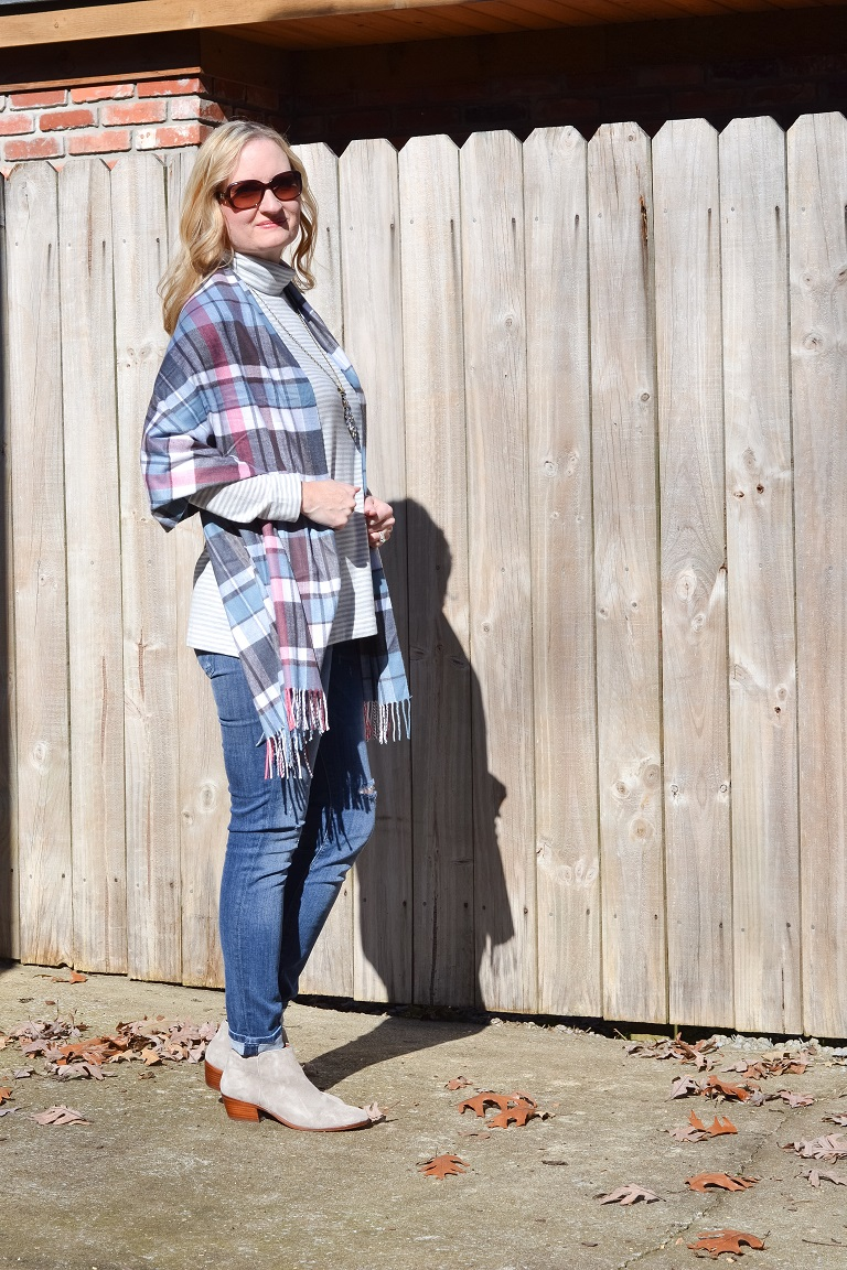 3 Ways To Wear a Plaid Scarf 2