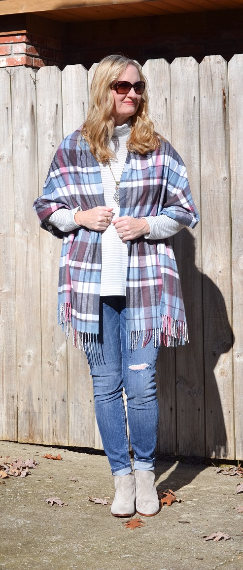 3 Ways To Wear a Plaid Scarf 3