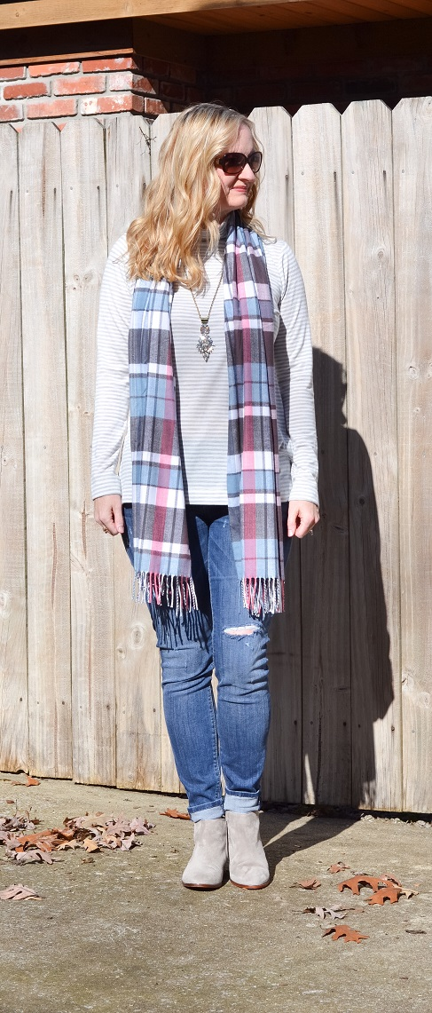 3 Ways To Wear a Plaid Scarf 4