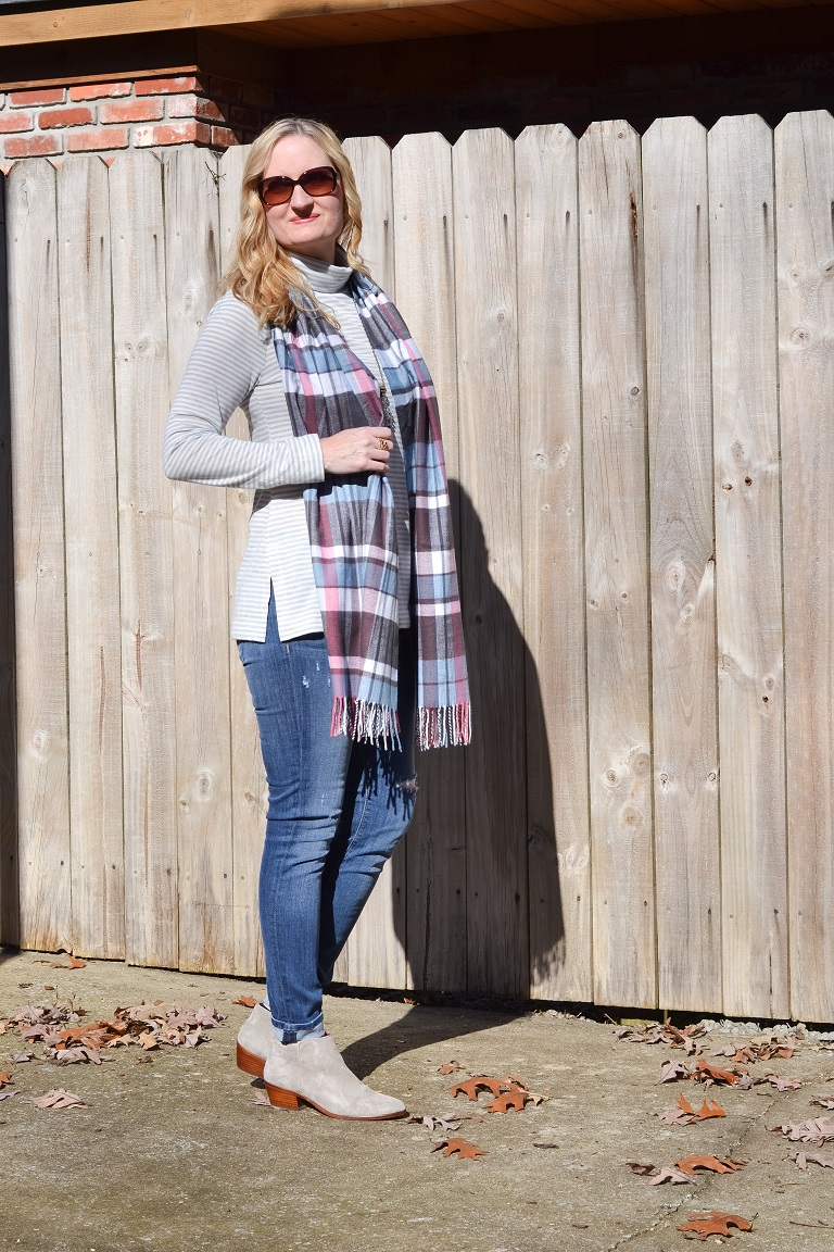 3 Ways To Wear a Plaid Scarf 5