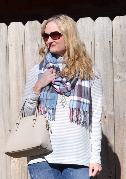 3 Ways To Wear a Plaid Scarf 6