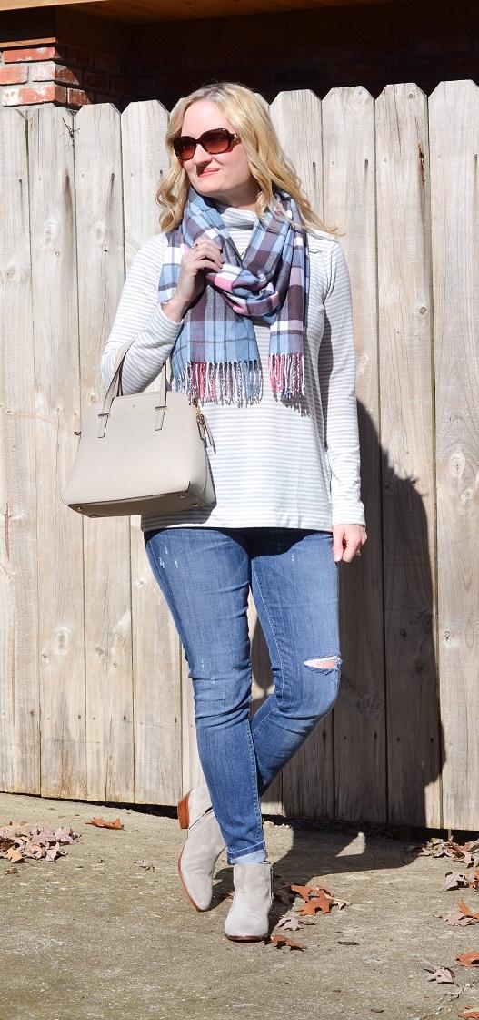 3 Ways To Wear a Plaid Scarf 7