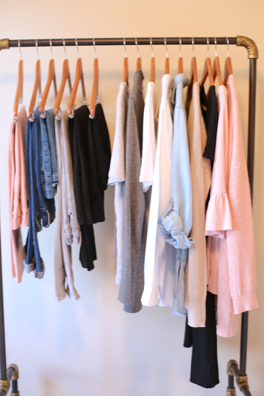 create a capsule wardrobe - accent color