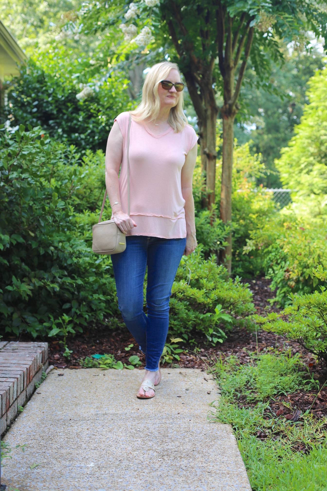Peach Top and Frayed Hem Jeans 3