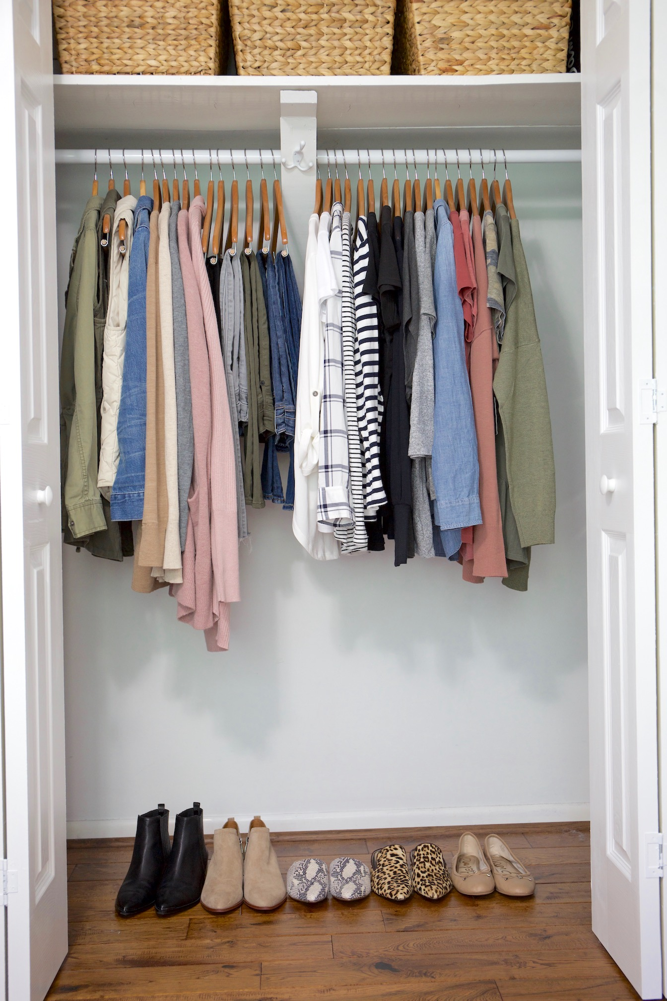 My Fall 2018 Capsule Wardrobe - closet