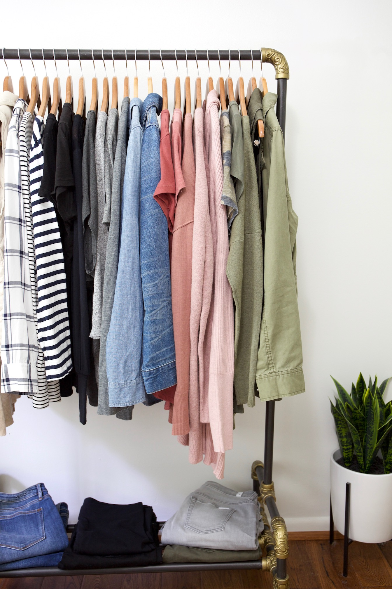 My Fall 2018 Capsule Wardrobe - clothes rack right
