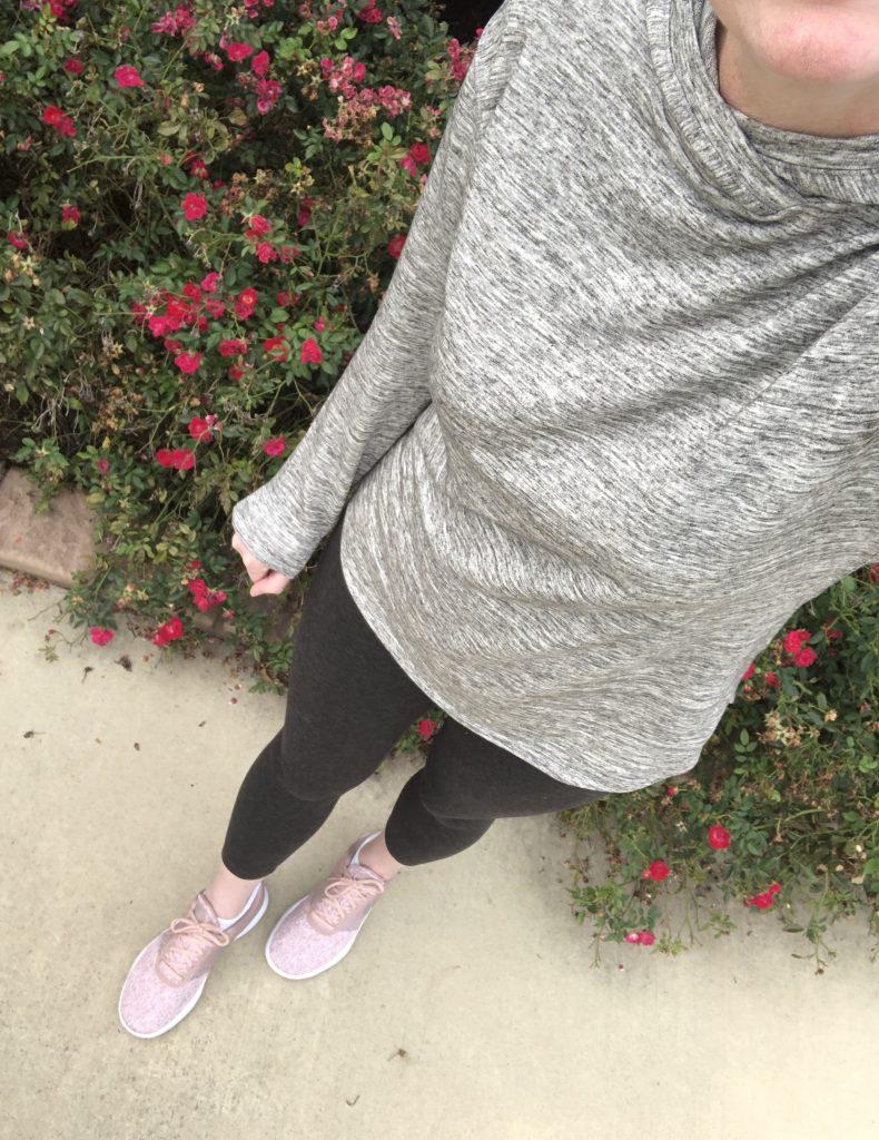 Instagram-Outfits-October-2019-hoodie-leggings-sneakers-1