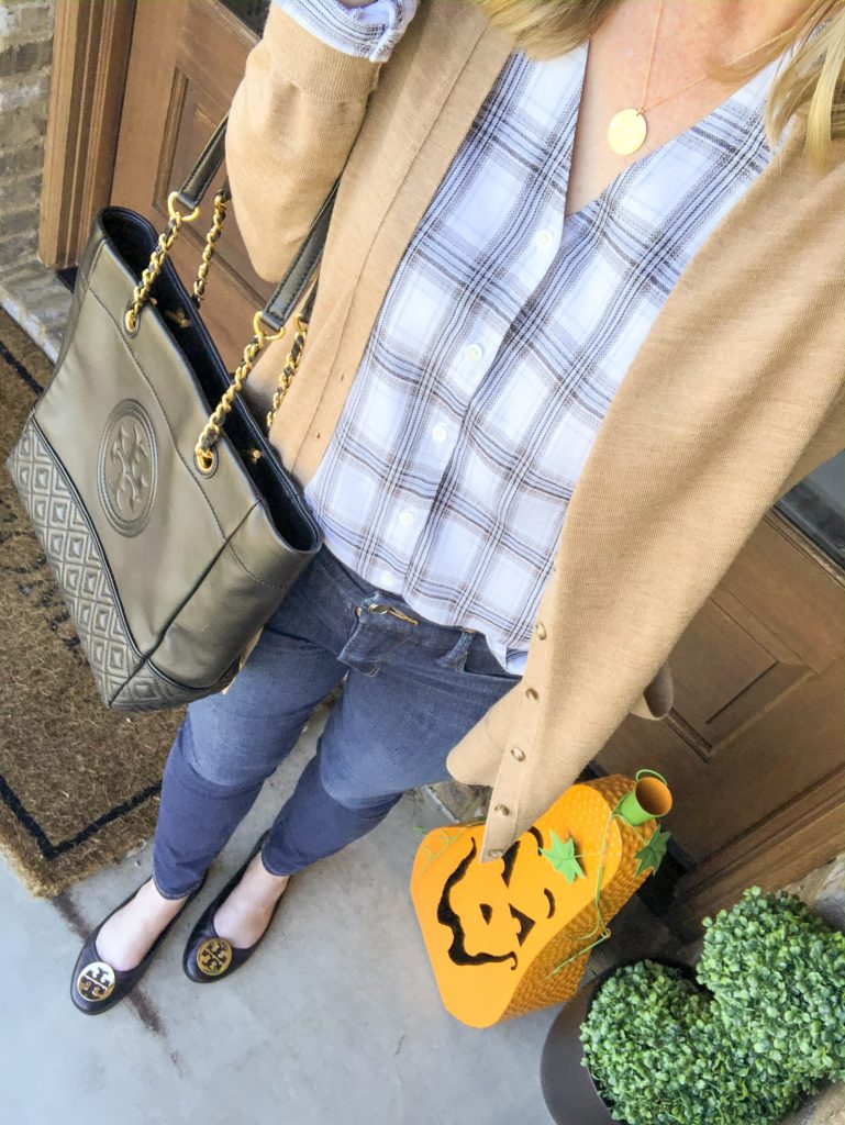 Instagram-Outfits-October-2019-plaid-top-cardigan-jeans-black-flats