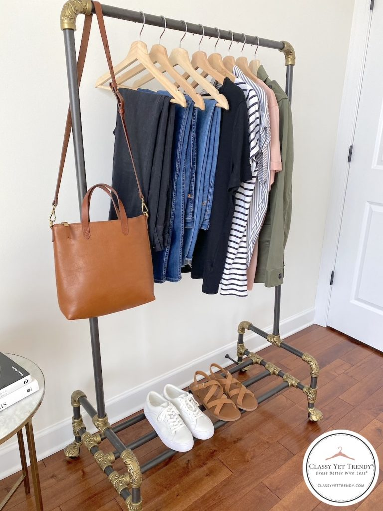 5-DAY-TRAVEL-CAPSULE-WARDROBE-CLOTHES-RACK-SIDE