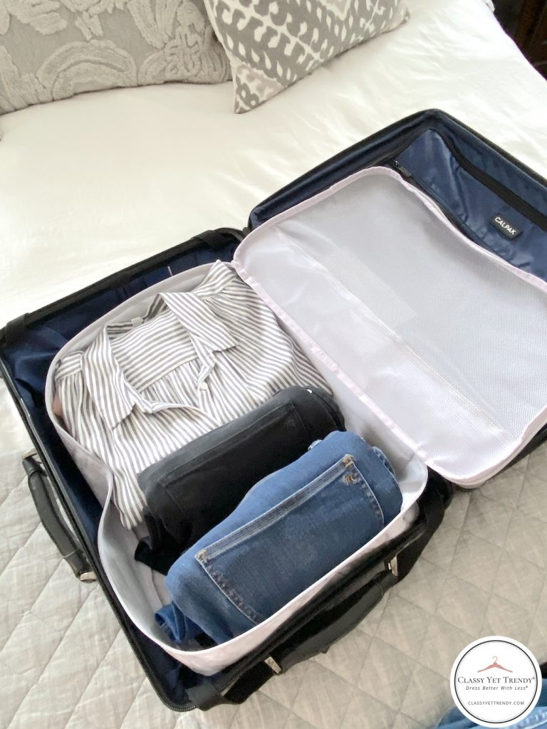5-DAY-TRAVEL-CAPSULE-WARDROBE-PACK-CLOTHES-IN-CARRY-ON-SUITCASE