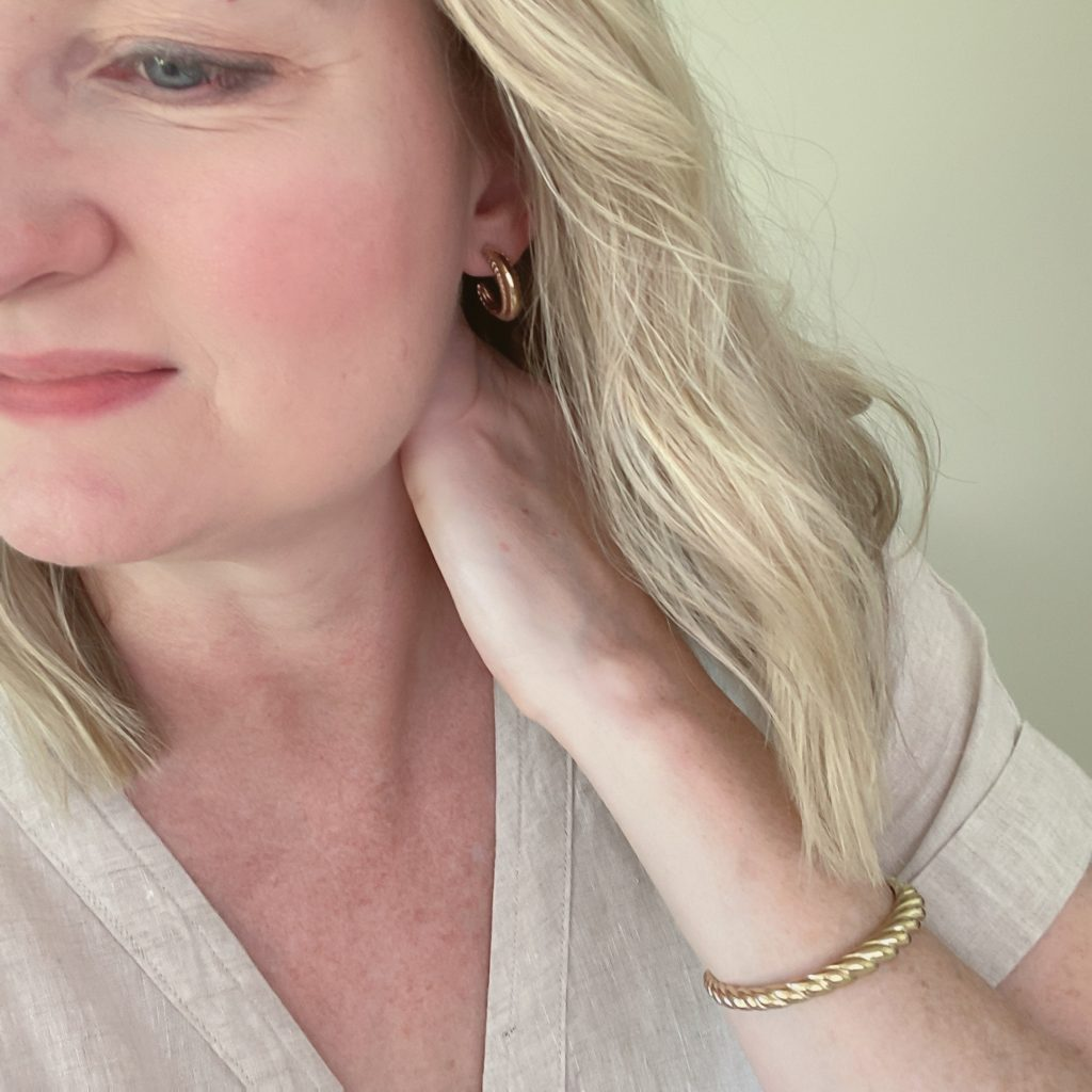 Mejuri Jewelry July 2021 - pose