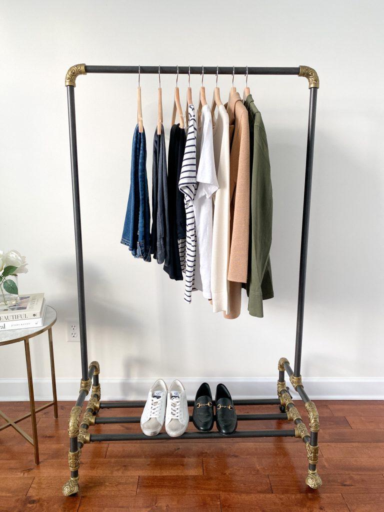 10-PIECE TRAVEL CAPSULE WARDROBE CLOTHES RACK